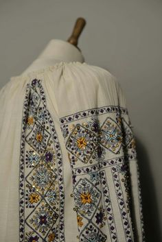 Folk Costume, Costumes, Folk Embroidery, Needlework, Diy And Crafts, Anthropologie, Kimono Top, Cross Stitch, Sewing