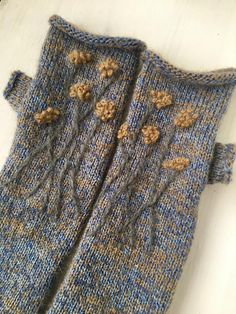Knit mochair mittens with floral design, Knit gloves, Knit arm warmers, Knit wrist warmers, Long mit Fingerless Mittens, Knit Mittens, Knitted Gloves, Loom Knitting Patterns, Hand Knitting, Knitting Tutorials, Hat Patterns, Stitch Patterns, Scarf