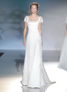 Vestido de novia, modelo Faro de la colección de Vitorio y Luccino 2014.  www.sanpatrickgranada.es
