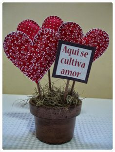 DIY Valentine's Day crafts; Valentine's Day gift ideas. Valentine Crafts For Kids, Valentine Treats, Valentines Day Decorations, Be My Valentine, Holiday Crafts, Holiday Decor, Fabric Flowers, Diy And Crafts, Projects To Try