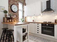 Czerwona cegła na ścianie w kuchni w stylu skandynawskim (48843)