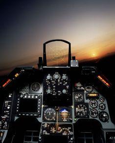 Llenaré este hilo de fotos del F-16. (AEROTRASTORNADOS) - ForoCoches Jet Fighter Pilot, Air Fighter, Fighter Jets, Military Helicopter, Military Jets, Military Aircraft, F 16 Cockpit, Luxury Jets, Aircraft Interiors