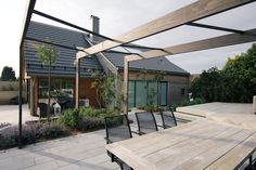 This contemporary outdoor dining space was designed and build in Stavanger The outdoor kitchen and pergola are build by Accoya wood, stained black. We just love the simplicity and calmness in this space. Outdoor Dining, Outdoor Decor, Patio Roof, Fabric Panels, Entrance, Pergola, Stavanger, Contemporary, Wood