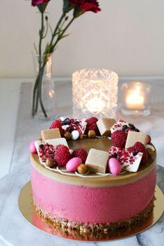 Vadelma-kinuskijuustokakku - Starbox Healthy Treats, Vegan Desserts, Cheesecakes, Food And Drink, Baking, Drinks, Drinking, Beverages, Cheese Cakes