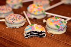 White Chocolate-Covered Oreo Pops - Glossy Blonde