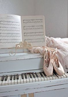 Learn To Play Piano - A Complete Beginners Guide.Intro: 7 Steps to Learn How to Play Piano. Dance Photos, Dance Pictures, Pointe Shoes, Ballet Shoes, Ballet Feet, Ballerina Slippers, Dance Like No One Is Watching, Ballet Photography, Photography Music