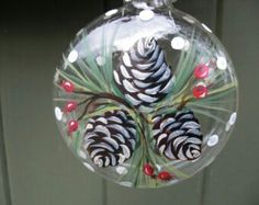 Amazing Ideas for hand painted ornaments - DIY Ideas Handpainted Christmas Ornaments, Hand Painted Ornaments, Christmas Ornaments To Make, Noel Christmas, Handmade Christmas, Holiday Crafts, Christmas Decorations, Painted Pinecones, Handmade Ornaments