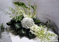 Floral Lena Góis: Brancos e verde Unique Flower Arrangements, Orchid Arrangements, Unique Flowers, Flower Centerpieces, Flower Decorations, Protea Wedding, Lily Wedding, Church Flowers, Funeral Flowers