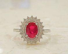 Ruby engagement ring,vintage ring,ruby diamond ring,diamond halo ring,ruby gold ring,oval ruby,engagement ring vintage, #diamondhaloring #ovalrings