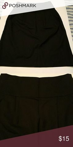 Theory elegant black skirt Theory elegant black skirt with 2 plead and side pockets. Excellent for work attire Theory Skirts Midi