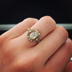 New year, new ring, right? Wrong. Vintage engagement rings are all the rage this year! #VintageGoldJewellery