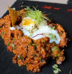 DELICIOSO Cuscuz paulista cremoso, com galinha, ovo perfeito e cachaça