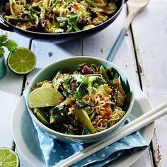 Grünes Asiagemüse mit Mienudeln Pak Choi, Japchae, Sprouts, Vegetables, Ethnic Recipes, Food, Cravings, Asian Recipes, Popular Recipes