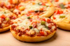 Fashion and Lifestyle Mini Pizzas, Berry Smoothie Recipe, Easy Smoothie Recipes, Pizza Food Truck, Veg Sandwich, Homemade Frappuccino, Pizza Appetizers, Homemade Sandwich, Grilled Fruit