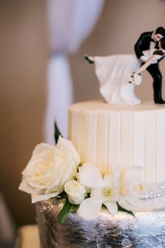#Durango_Colorado_Wedding_Planner, #diamond_wrap #mountain #wedding_cake #silver #bling #white_chiffon #Celebrations www.theeventpro.com