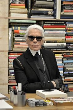 What Has Karl Got Of? Karl Lagerfeld Thousands of Books Conde Nast International Conference Karl Lagerfeld Choupette, Fendi, Gucci, Diana Vreeland, Anna Wintour, Fast Fashion, Womens Fashion, Kanye West, Karl Otto