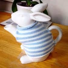 Bunny Teapot in a sweater tea cozy Teapots And Cups, Teacups, Cuppa Tea, Tea Cozy, Mad Hatter Tea, My Cup Of Tea, Chocolate Pots, High Tea, Afternoon Tea