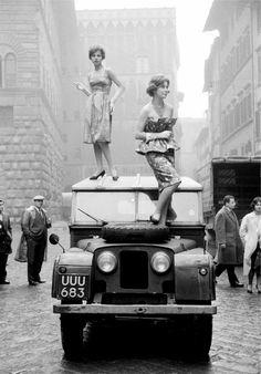 Fashion on the roof, Italy, 1958 Ph: Alfa Castaldi #LandRover #Car #autoparts #autorepair #fixingcar