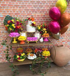 Pocket Party Tropical para Aristela! . Balões: @petitsucrierbaloes  Arranjos Florais: @cavalcante_edineia Bolo: @samiraprazerescakedesign  Docinhos: @angeel_sweets  Forminhas: @decoradoces  Local: @bistroquintalao . .  #pocketparty #minidecor #decorintimista #soumbolinho #encontrandoideias #festejandoemcasaoficial #loucaporfestas #festaadulto #decoradulto #gentegrandefesteja #minitable Luau Birthday, Mickey Birthday, Birthday Board, Birthday Celebration, Happy Birthday, Tropical Party, Tropical Decor, Quinceanera Decorations, Birthday Decorations