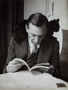 André Kertész, Self-portrait with chat noir, Paris, 1925-1935.
