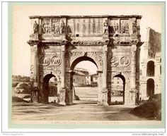 Italie, Roma, Arco di Constantino visto con Colosseo  Vintage albumen print.   Tirage albuminé   21x27   Circa