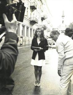 Zbynek Brynych & Uschi Glas am Set von DIE WEIBCHEN (1970 - Femmine carnivore, Mujeres carnivoras). Demnächst auf DVD & Blu-ray. Mehr auf unserer Webseite.
