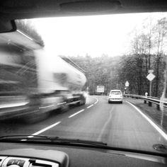 Der LKW links kommt mir fast wie ein Zug vor :-).  ...gepostet von ...www.bringhand.de