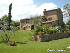 Agriturismo Casagrande.  Located in Hills in Montepulciano (Siena), offers Room only in Flat - Montepulciano.
