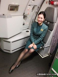 ✈️Eva Air Airline Cabin Crew, Airline Uniforms, Sport Fashion, Womens Fashion, Military Women, Black Stockings, How To Pose, Flight Attendant, In Pantyhose