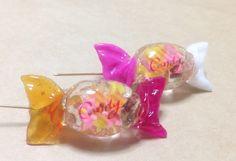 レジン製のカラフルキャンディブローチです。 ハンドメイド、手作り、手仕事品の通販・販売・購入ならCreema。