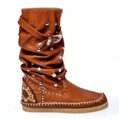 LDIR at www.eveintheusa.com Bohemian Boots, Hippie Boots, Boho Gypsy, Leather Moccasins, Leather Shoes, Boho Grunge, Moccasin Boots, Teacher Clothes, Medieval Art