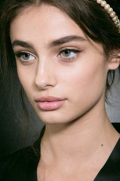 models-fashion111:  Taylor Marie Hill backstage at Dolce & Gabbana Fall 2015 - MFW.
