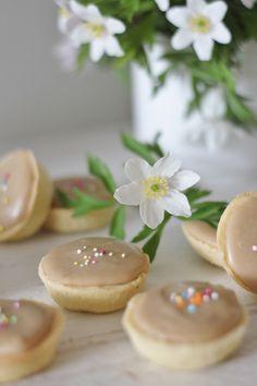 KakkuKatri: Minikokoiset Kinuski-Bebet Holidays And Events, Yummy Cakes, Food And Drink, Pudding, Sweets, Cookies, Baking, Desserts, Recipes
