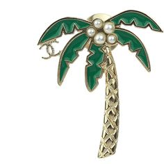 Pre-owned Chanel 17C Soft Gold Palm Tree Pearl CC Brooch Pin ($600) ❤ liked on Polyvore featuring jewelry, brooches, pearl broach, pin jewelry, gold jewellery, yellow gold jewelry and green jewelry