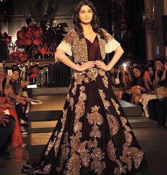 Aishwarya Rai Bachchan walked the ramp for Manish Malhotra's The Empress Story at India Couture Week 2015/16