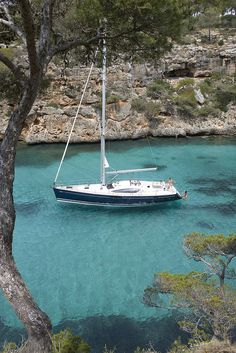 Jeanneau Sun Odyssey making the most of its family cruising lifestyle… Sailing Day, Sailing Trips, Sailing Yachts, Sailboat Living, Living On A Boat, Liveaboard Sailboat, Sports Nautiques, Sailing Holidays, Love Boat
