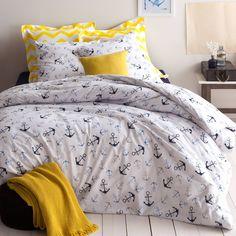 Parure housse de couette + 1 ou 2 taies coton imprimé Ancres. Embarquez pour un voyage au long cours : un beau linge de lit à l'esprit marin pour une déco tout en fraîcheur.