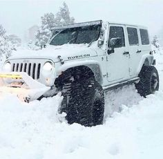 A little snow can't stop a jeep ❄️ Jeep Cars, Jeep 4x4, Jeep Truck, Ford Trucks, Jeep Rubicon, Jeep Wrangler Unlimited, Wrangler Jeep, My Dream Car, Dream Cars