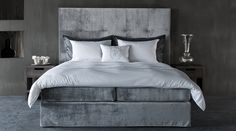 SQUARE HEADBOARD - Designer Bed headboards from Nilson Handmade Beds ✓ all information ✓ high-resolution images ✓ CADs ✓ catalogues ✓ contact. Kids Room Furniture, Bedroom Furniture, Furniture Design, Barn Bedrooms, Master Bedrooms, Headboards For Beds, Upholstered Headboards, Tufted Bed, Looks Cool