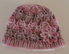 Baby beanie with a nice flower. Free pattern