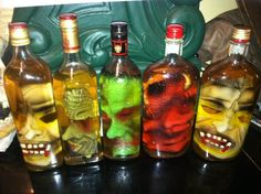 DIY halloween: take an empty liquor bottle. buy a rubber mask. roll the rubber mask so it fits inside the bottle then fill with water and add loose tea. Diy Halloween, Theme Halloween, Halloween Projects, Halloween Masks, Holidays Halloween, Halloween Treats, Happy Halloween, Halloween Bottles, Halloween Cosplay