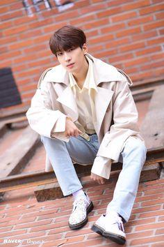 Wonwoo - V Low Tone Show special filming Naver x Dispatch Woozi, Jeonghan, The8, Seventeen Wonwoo, Seventeen Debut, Rapper, Vernon Chwe, Hip Hop, Korean Boy