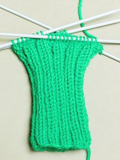 Vasemman käden lapanen Crochet Bikini, Knit Crochet, Knitting Socks, Mittens, Diy, Crafts, Crocheting, Knit Socks, Fingerless Mitts