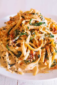 Linguine with Spinach and Sun-Dried Tomato Cream Sauce takes just 30 minutes to make! This simple Italian pasta is a great choice for a weeknight dinner! Linguine is generously coated in a comforting creamy sauce made with Vegetarian Recipes, Cooking Recipes, Healthy Recipes, Meatless Pasta Recipes, Cooking Tips, Pasta Recipies, Italian Dishes, Italian Recipes, Italian Pasta Sauces