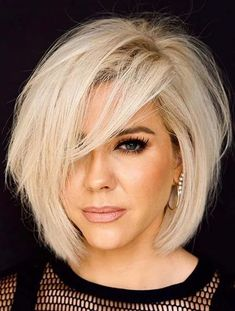 Looking for perfect bob haircuts to see in year 2020? Just see here fantastic trends of bob cuts and blonde hair colors combination. If you already have bob cut then we must say you to polish this style with this given style. You may easily get unique hair look by wearing this amazing bob look nowadays. Platinum Blonde Hair Color, Silver Blonde Hair, Layered Bob Hairstyles, Straight Hairstyles, Blonde Hairstyles, Bob Haircuts, Summer Hairstyles, Messy Hairstyles, Pretty Hairstyles