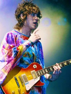 Andrew Vanwyngarden i love him so much...