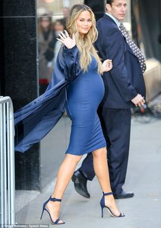 Pregnant Chrissy Teigen looks great in figure-hugging teal dress Cute Maternity Outfits, Stylish Maternity, Pregnancy Outfits, Maternity Dresses, Maternity Fashion, Celebrity Maternity Style, Celebrity Style, Estilo Baby Bump, Chrissy Teigen Style