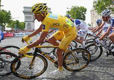 2009 26/7 rit 21 Paris/place Charles-de-Gaulle > Yellow jersey holder Albero Contador Velasco
