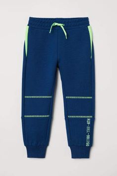 Sports pants in thick, cotton-blend jersey with a printed motif on one leg. Elasticized drawstring waistband, side-seam pockets, and ribbed hems. Nike Outfits, Sport Outfits, Boy Outfits, Sports Trousers, Sport Pants, Baby Pants, Kids Pants, D Mark, Mens Joggers