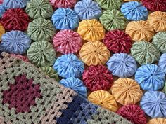 Making a Yo-Yo Quilt - Polka Dot Pineapple: Tutorial--Joining Fabric Yo-Yo's in Quilt Making - This site has a lot of ideas and tutorials on making pincushions, Christmas decorations, childrens hairpins, hexagon Yo-Yo's ect.